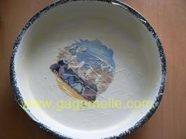 Beurrer le moule à far breton